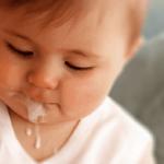 trẻ bị ọc sữa